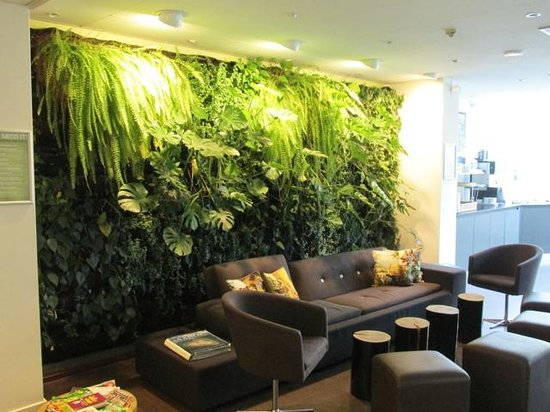Conscious Hotel Museum Square: Dining area with live plants