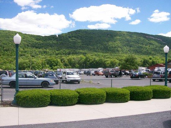 DelGrosso's Amusement Park : Parking area