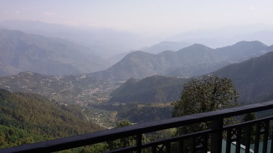 Grand View Hotel: View of Dhauladhar Mountain Range from Hotel Room's balcony