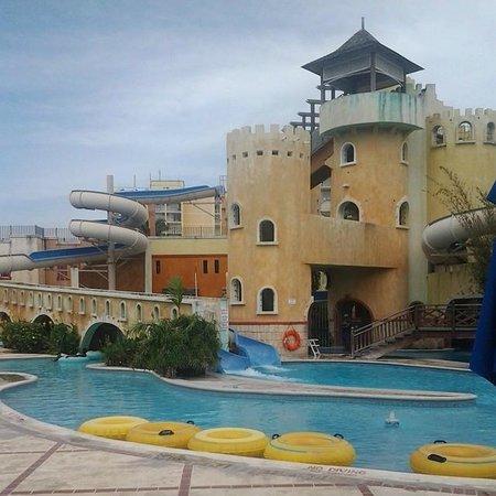 Sunset Beach Resort, Spa & Water Park: Water Slide