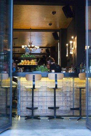 Speicher7 Hotel: Blick auf die Theke von Terrasse aus