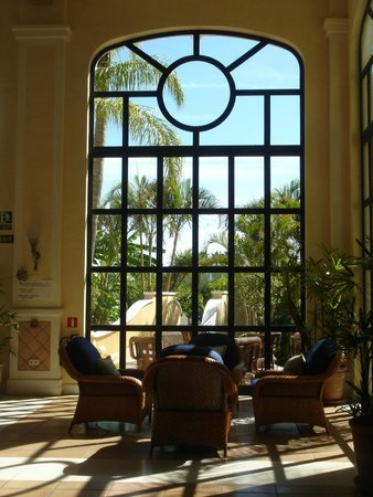 The Westin La Quinta Golf Resort & Spa, Benahavis, Marbella: salón y vistas al jardín