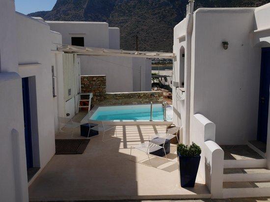 Delfini Hotel Sifnos: intérieur de l'hôtel