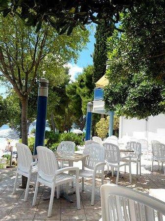Aminess Grand Azur Hotel : TERRACE OF ALL INCLUSIVE BAR
