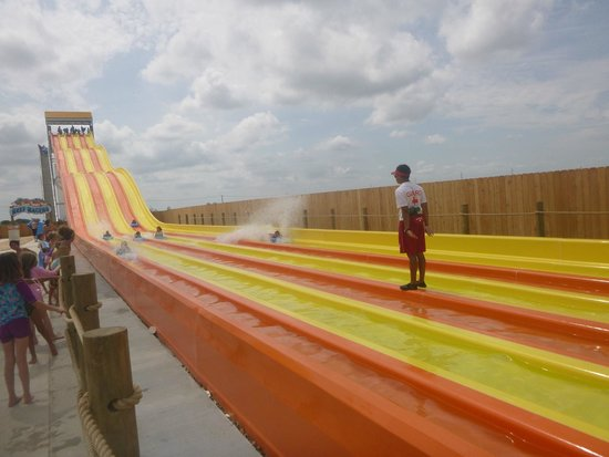 "Pflugerville, TX: ""Reef Racers.""  Need to raise height requirement to 48-50 inches!  Too many small kids getting s"