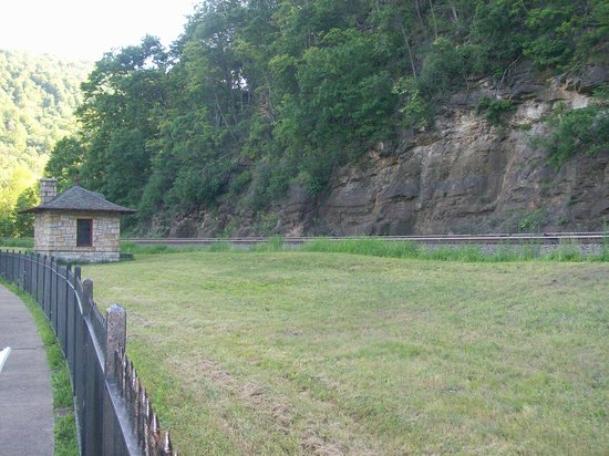 Horseshoe Curve National Historic Landmark : The horseshoe curve tracks