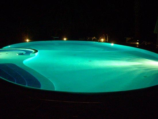 Vittoria House: la piscina illuminata