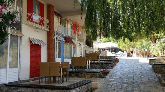 Alkoclar Adakule Hotel: Французская улица