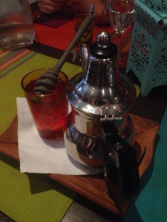 La Fiancee du Desert : Thé à la menthe accompagné de miel