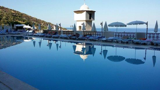 Alkoclar Adakule Hotel: Большой бассейн