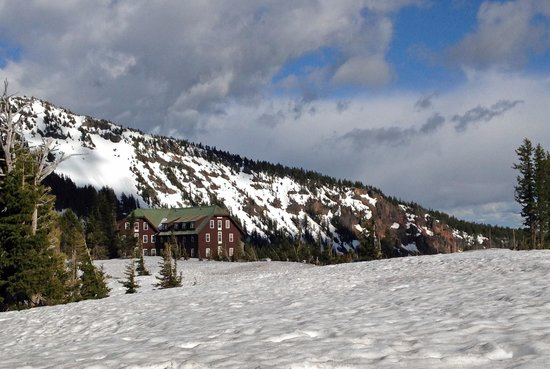 Crater Lake Lodge: View of the Lodge