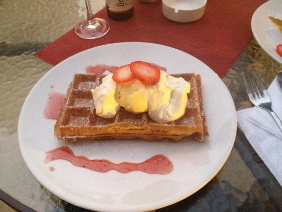 ViaVia Cafe: Belgium waffle with ice cream.