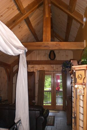 Shadow Mountain Escape: Interior of the studio cabin