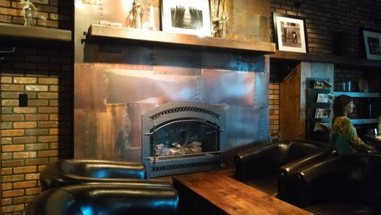 Bagalis : Settle in around the fireplace