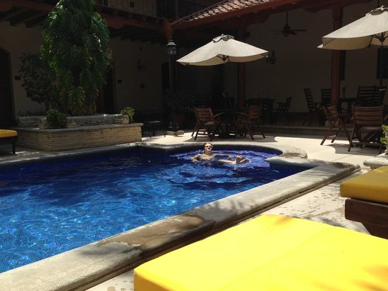 Hotel Plaza Colon: Pool Area