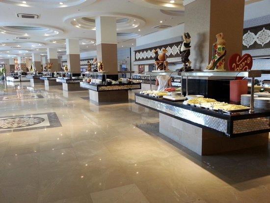 Crystal Sunset Luxury Resort & Spa: matsal