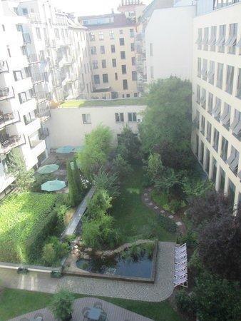 i31 Hotel: El jardín del hotel desde la habitación.