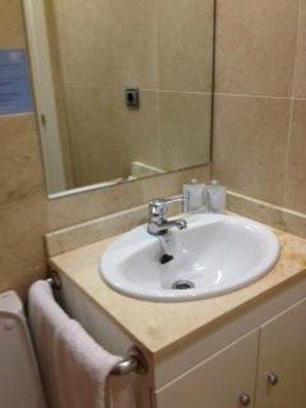 Apartamentos Pierre & Vacances Benalmadena Playa: lavabo