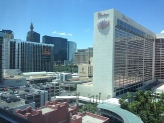 Hilton Grand Vacations at the Flamingo: bit of a view of Vegas strip...great!