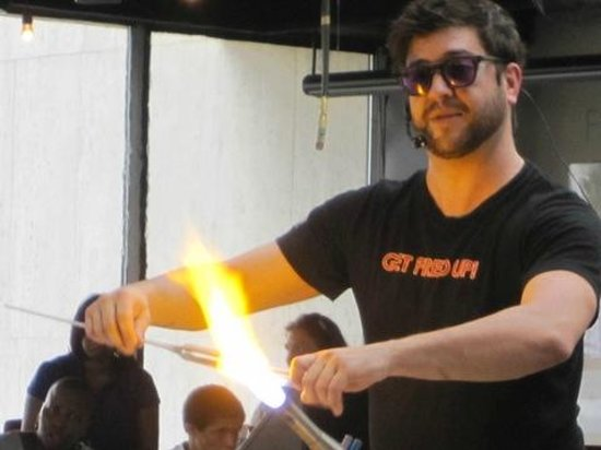 Chrysler Museum of Art: Glass-blowing exhibition