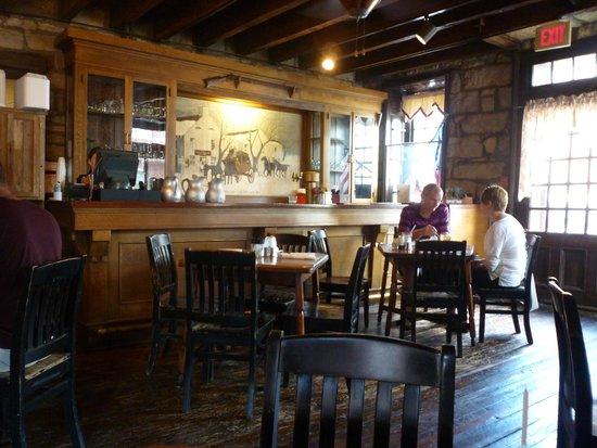 Old Talbott Tavern: Historic charm