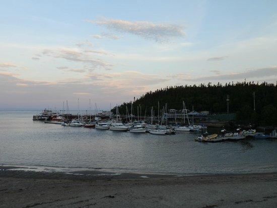 Auberge la Sainte Paix : vue sur le port