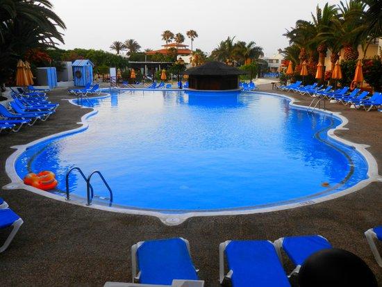 Suite Hotel Atlantis Fuerteventura Resort: piscine proche de la chambre
