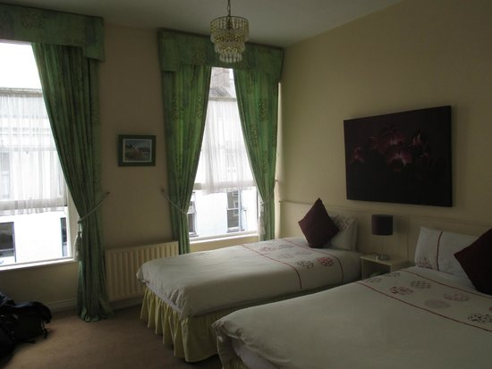 Acorn House: Beautiful, spacious rooms!