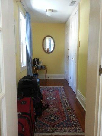 La Toscana di Carlotta : Medici Room - interior foyer accesses bedroom, bathroom, closet (this is INSIDE the room!)