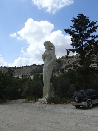 Adonis Baths Water Falls: Entrance Statue