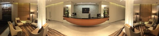 Cheval Three Quays: Panorama of Check-in area