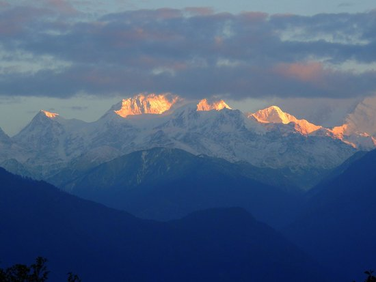 Aurora Sikkim: Sunrise View from The Hotel Rooftop