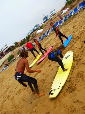 Dfrost Almugar Surf House Taghazout: surf lessons