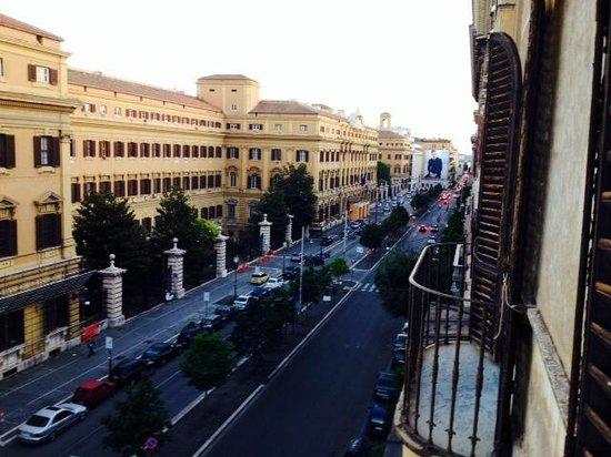 Lilium Hotel: calle principal