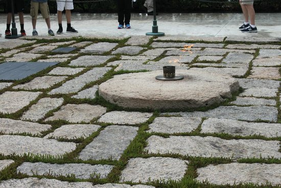 Arlington National Cemetery: JFK Gravesite - eternal flame