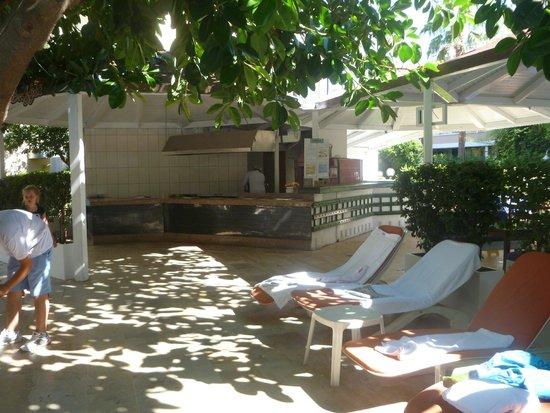 Cle Resort Hotel : resto piscine