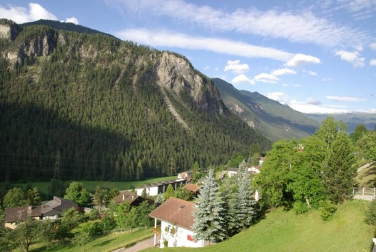 Hotel Grischuna : To the valley