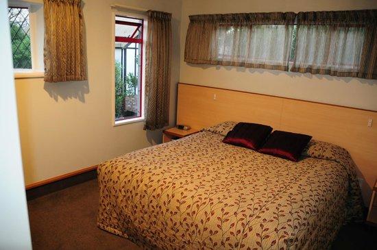 Amross Court Motor Lodge: Amross Court, Family Room, Main Bedroom