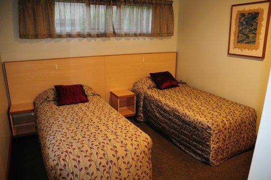 Amross Court Motor Lodge: Amross Court, Family Room, 2nd Bedroom