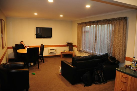 Amross Court Motor Lodge: Amross Court, Family Room,, Living Area