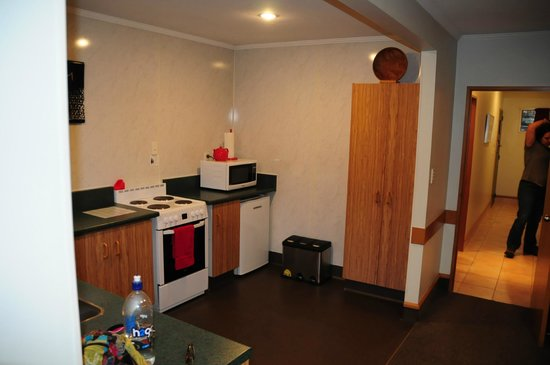 Amross Court Motor Lodge: Amross Court, Family Room, Kitchenette