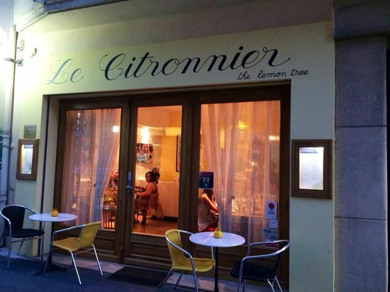 Le Citronnier: outside