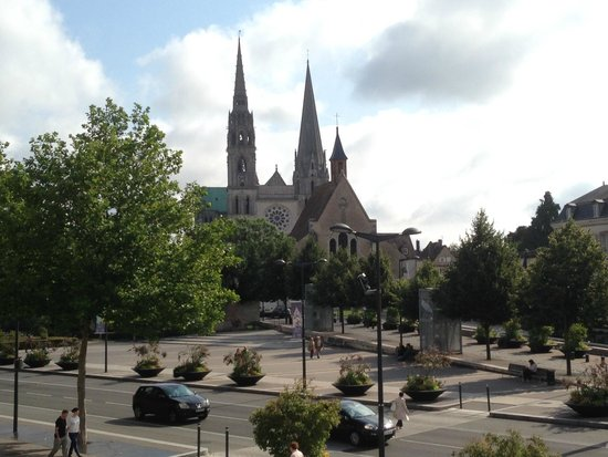 Mercure Chartres Centre Cathedrale: Great view from our bedroom window. Despite being on the front, it was very quiet.