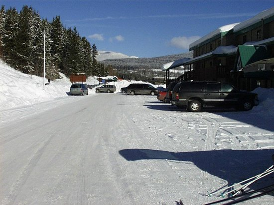 Polaris Lodge: Condos in the foreground and the main downhill area in the background