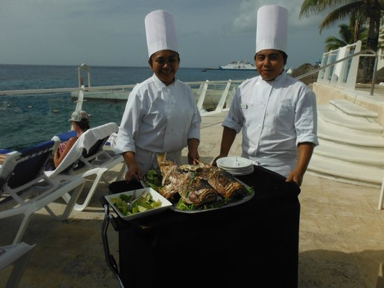 Cozumel Palace: Fish Feast Servers