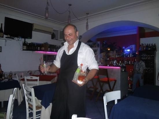 Vivaro Wine Bar: Gennaro at work