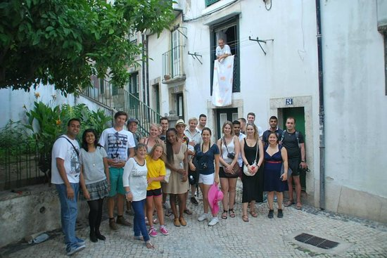 Lisbon Chill-Out Free Tour : with a resident of alfama and her daughter whom she introduced to us..