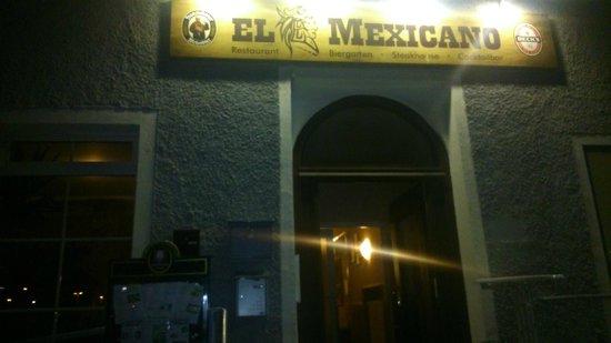 El Mexicano: Vom Bahnhof her