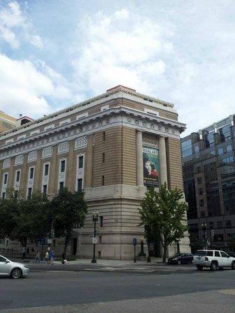 National Museum of Women in the Arts: Corner facade