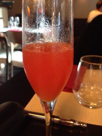 Resto Bistro Oliver : Cocktail de champagne
